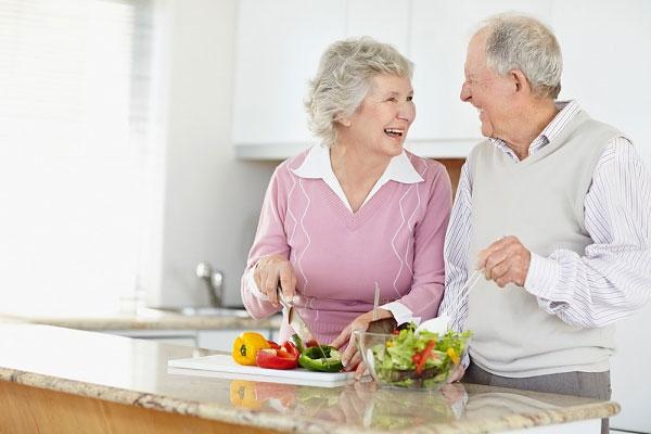 khắc phục nhức mỏi người cao tuổi 2