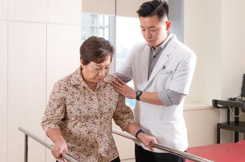 chăm sóc bệnh nhân tai biến tại nhà 2